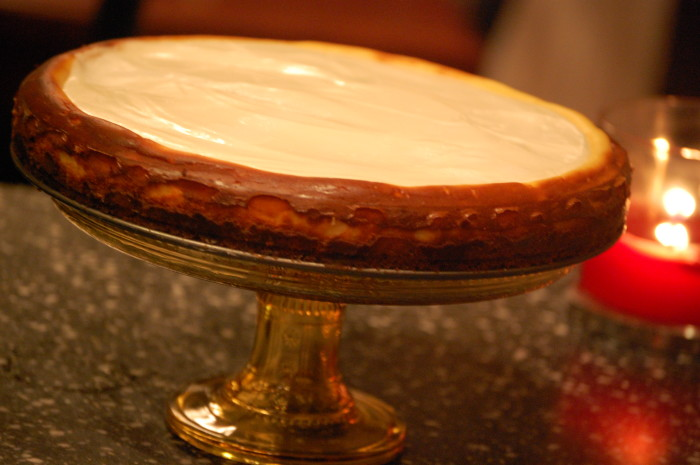 Cheesecake on cake stand